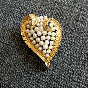 USNE Vintage Pearl Gold Heart Brooch